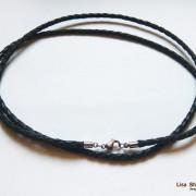 Кожаный шнурок на шею черный 3 мм с карабином под серебро